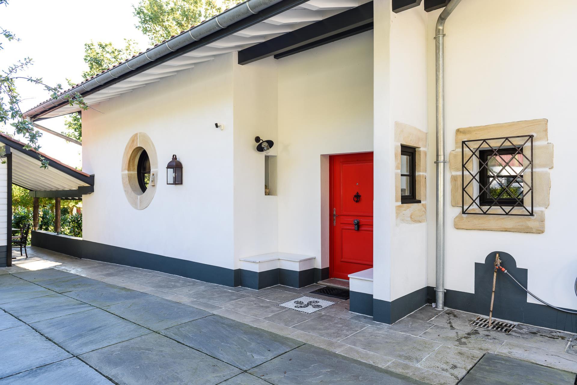 transformation et agrandissement d 39 un garage en maison d. Black Bedroom Furniture Sets. Home Design Ideas
